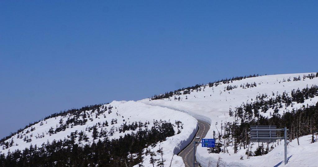 八幡平アスピーテライン 雪の回廊