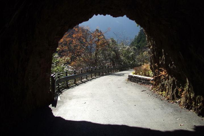 房総 素掘りのトンネル