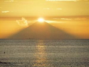 夏の絶景 8位 北条海岸 ダイヤモンド富士