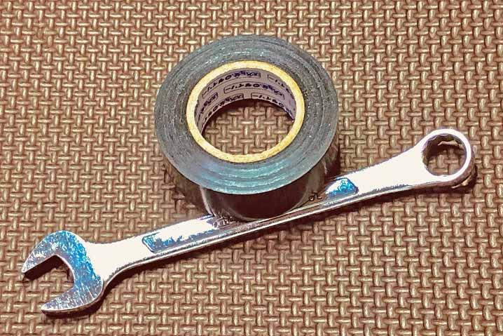 応急処置 ビニールテープ メガネレンチ スパナ